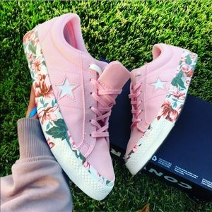 NEW 💐 CONVERSE ONE STAR FLORAL SATIN